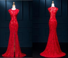 Red long lace prom d..